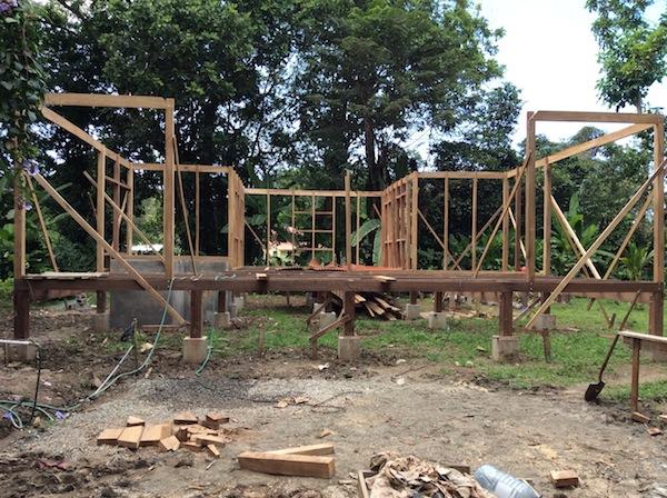 Una casa di legno tropicale ai caraibi di costa rica for Case in legno senza fondamenta